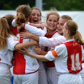 Vrouwen voetballen beter...
